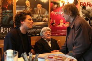 Regisseur Stefan Hillebrand mit der Heimbewohnerin und Darstellerin Lieslotte Langer